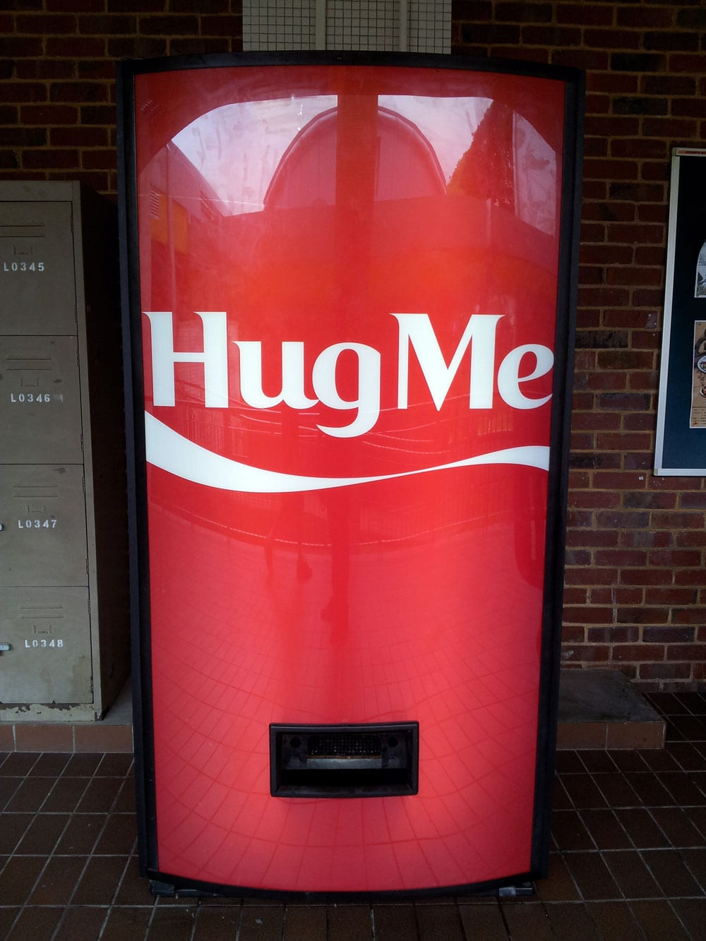 coca-cola-hug-machine-2