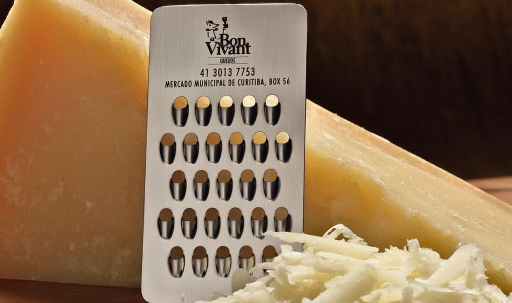 Um cartão de visitas ralador de queijo