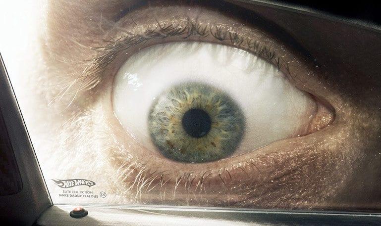 HotWheels usa janelas de carros como mídia criativa