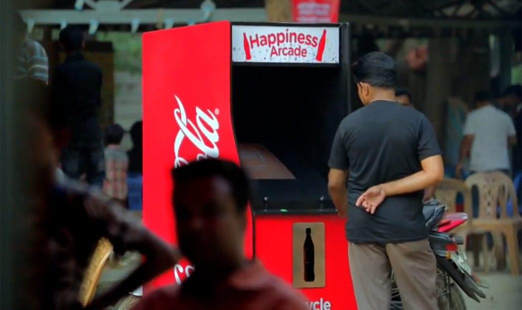 Coca-Cola cria máquina de Fliperama que usa garrafas vazias como moeda
