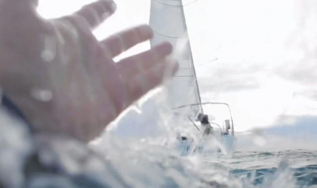 Simulador online mostra o desespero de uma pessoa se afogando