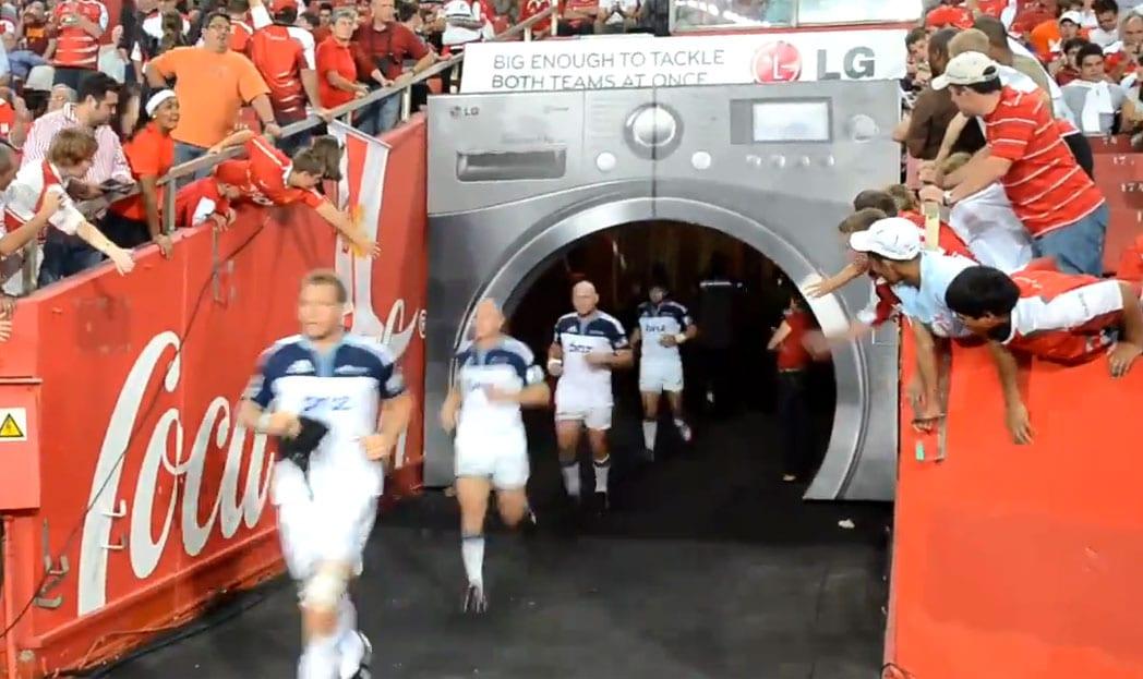 LG lava um time inteiro de rugby de uma única vez.