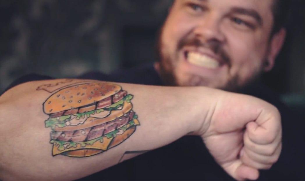 Burger King desafia fanáticos por Big Mac a mudarem suas tatuagens