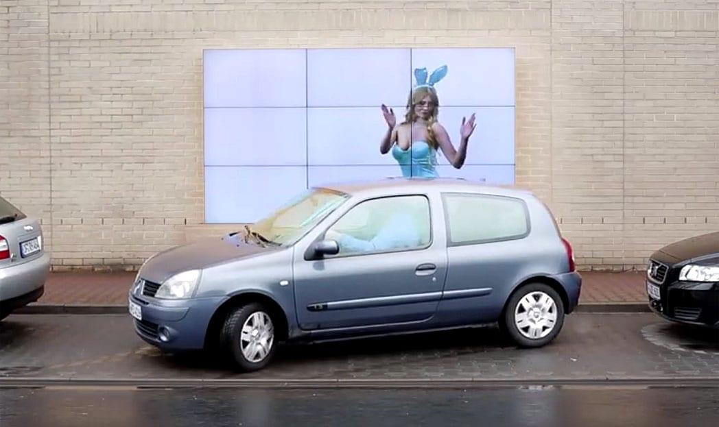 Fiat cria outdoor interativo que ajuda você a estacionar