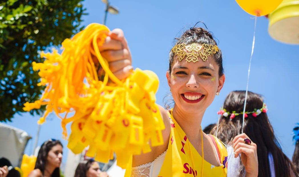 Skol distribui 'Apito de Respeito' no Carnaval para combater assédio
