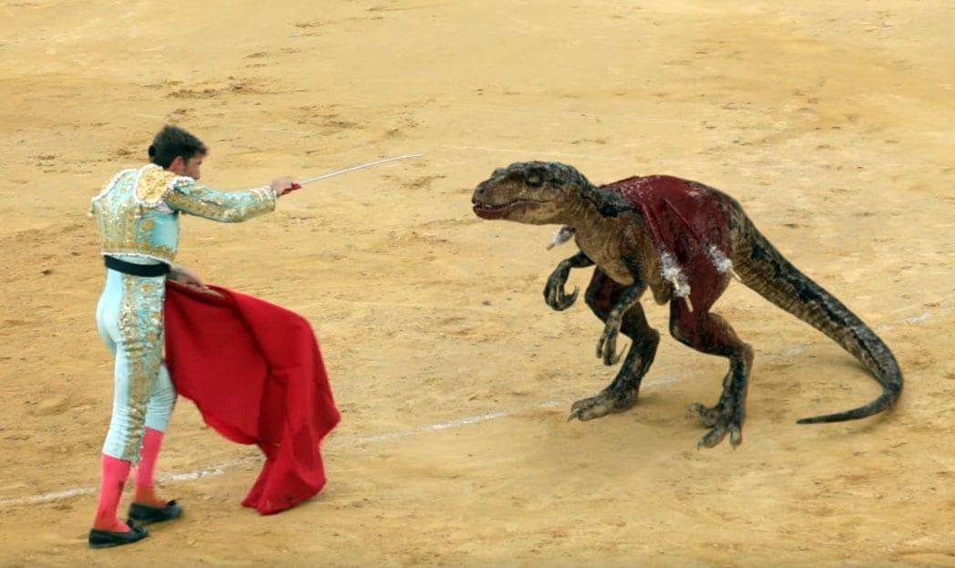 Comercial contra touradas mostra o duelo entre um toureiro e um velociraptor