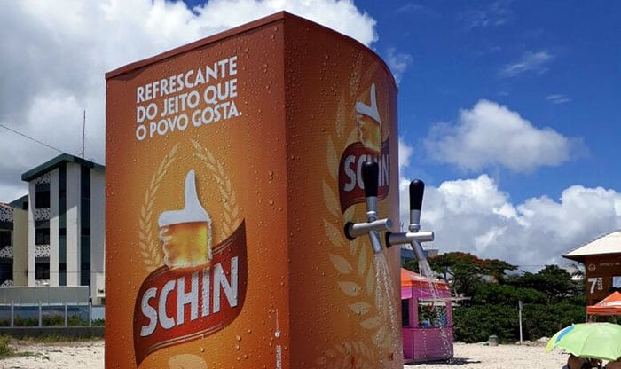 Schin ativa chuveirões sustentáveis em forma de máquina de cerveja