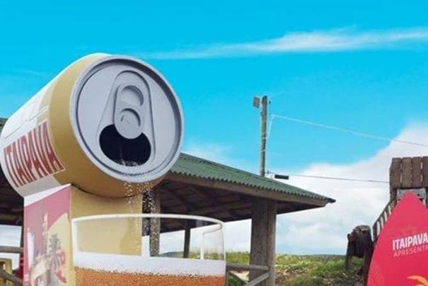 Itaipava instala 'chuveiro de cerveja' em praias