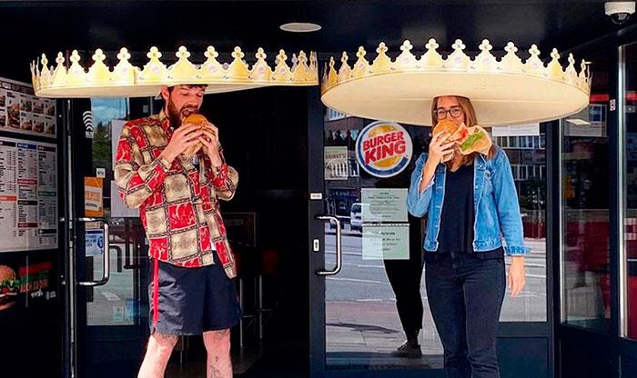 Burger King cria coroas gigantes para incentivar o distanciamento social