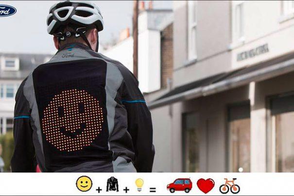 """Ford cria a """"Jaqueta Emoji"""" para comunicação de ciclistas no trânsito"""